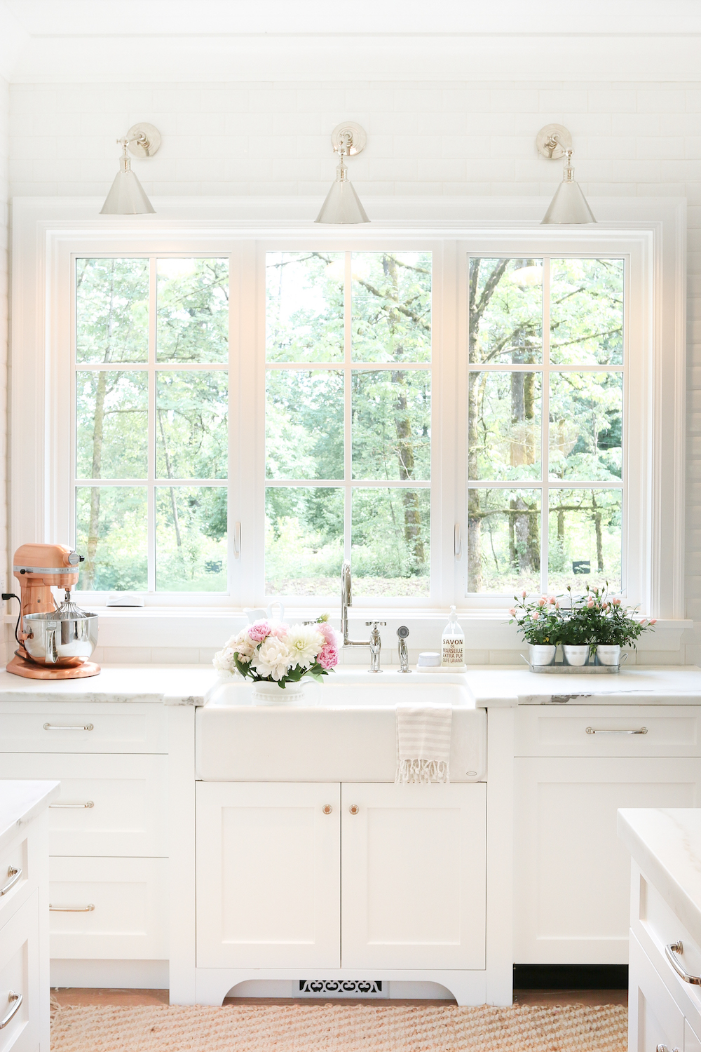 Farmhouse kitchen decor ideas the 36th avenue for White farm kitchen