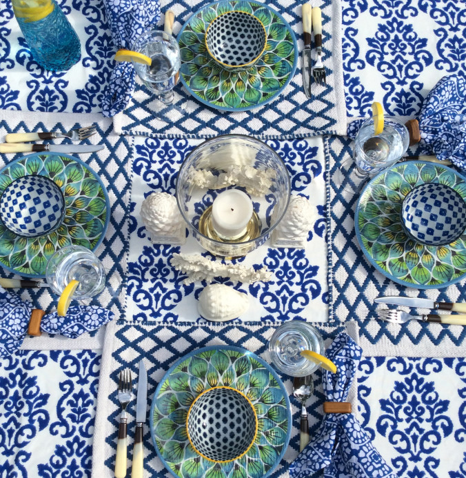 blue-and-white-tablescape-outdoor-entertaining