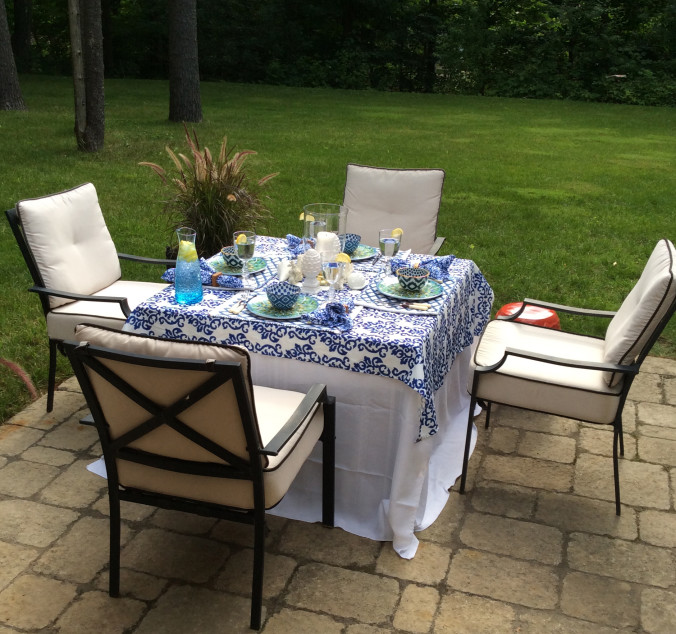 blue-and-white-tablescape-outdoor-entertaining2