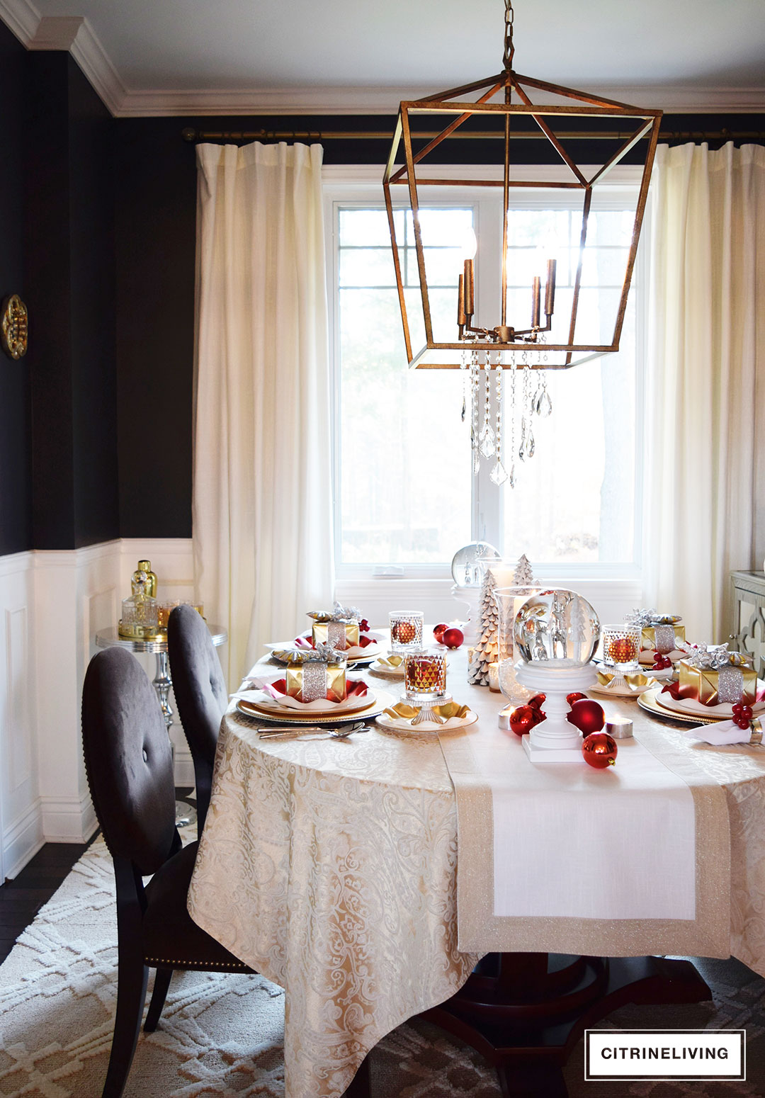 black-walls-dining-room-pendant-light-christmas
