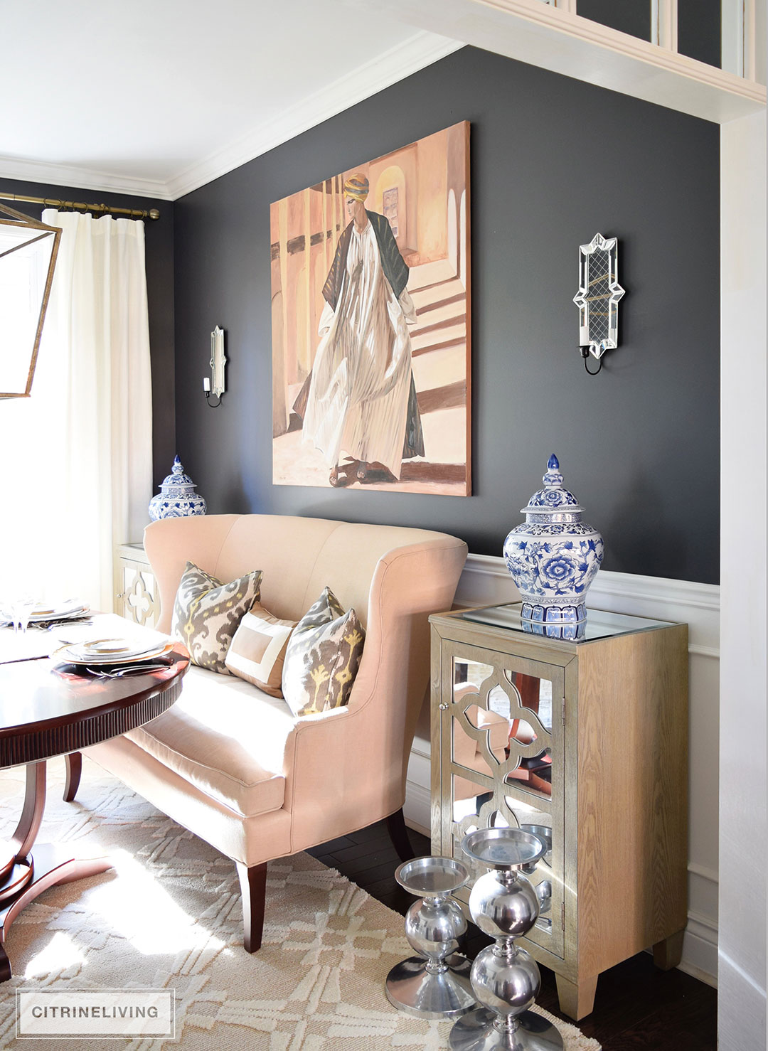 black-walls-settee-ginger-jars-sconces
