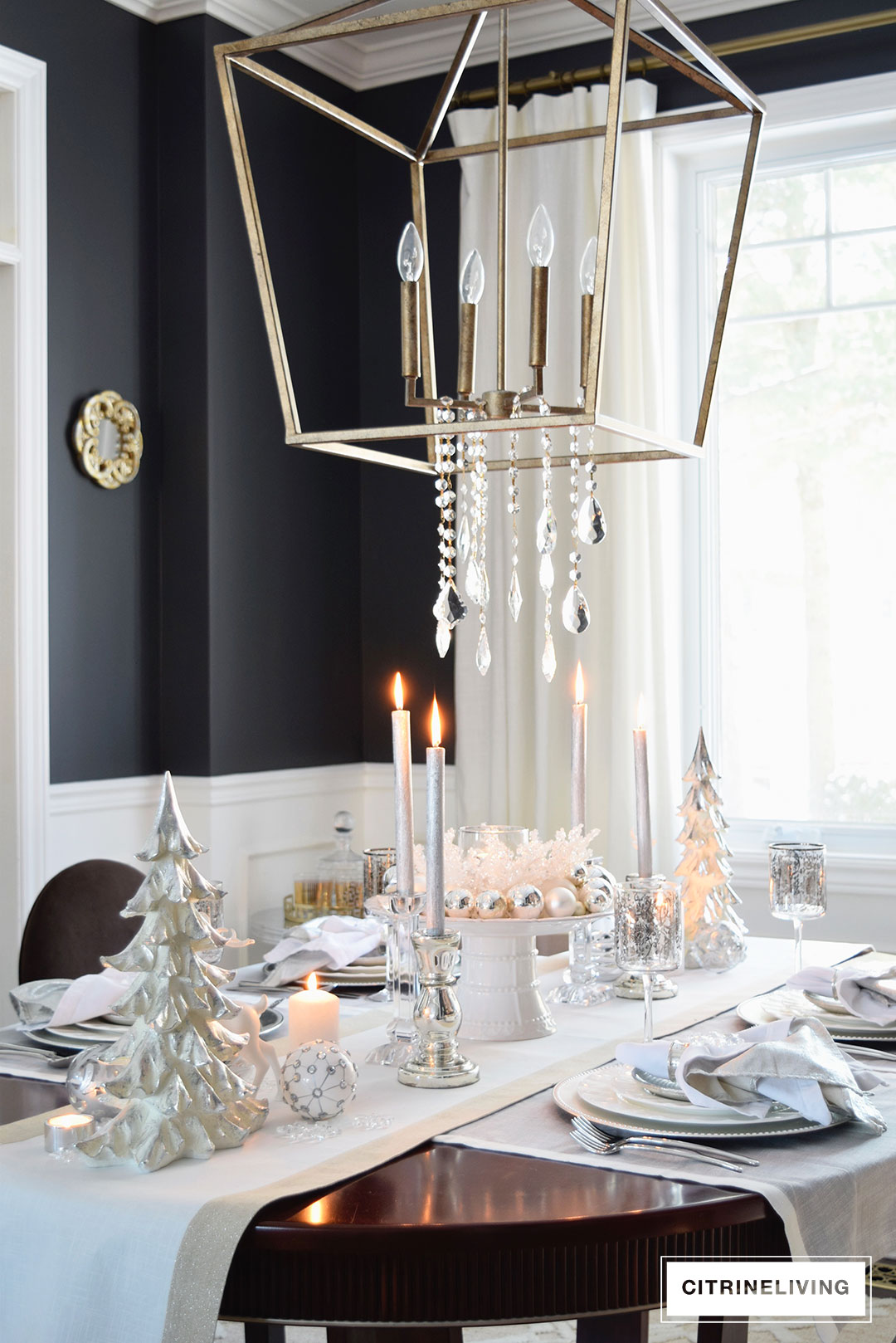 chandelier-lantern-crystal-christmas-tablescape-holiday
