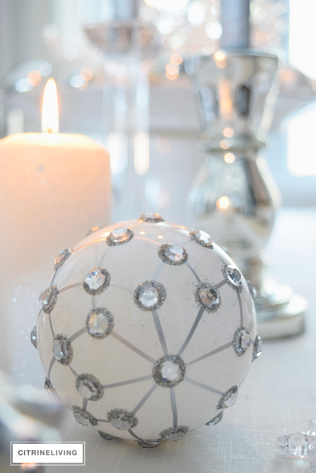 christmas-ornament-white-silver