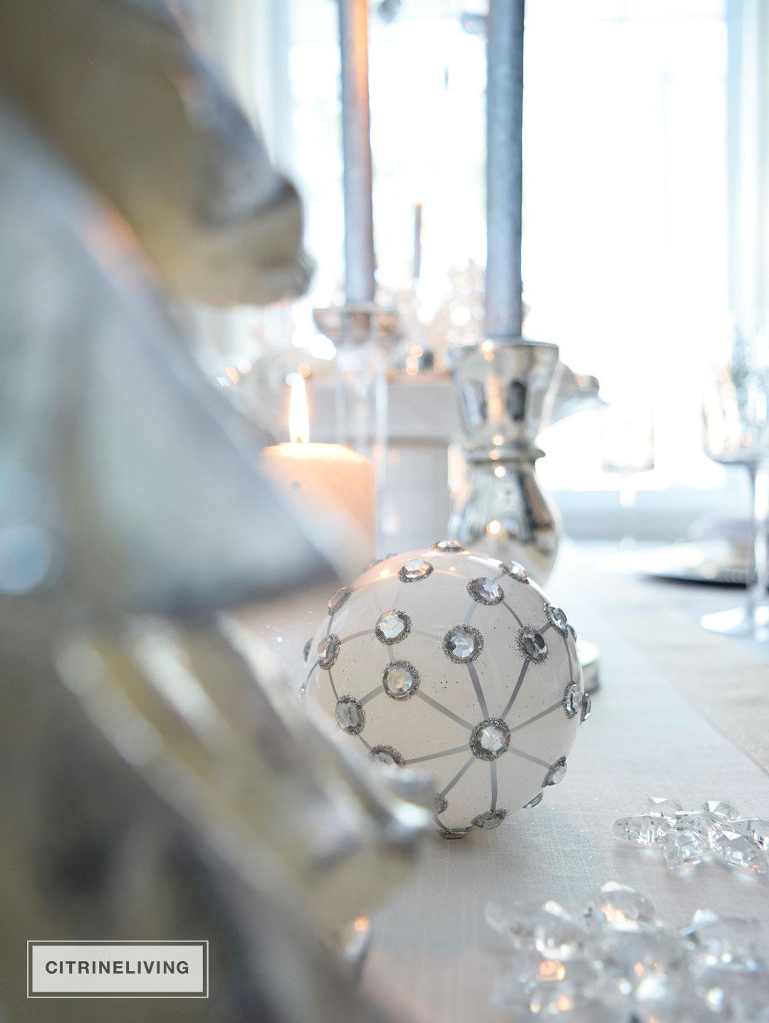 christmas-ornament-white-silver3