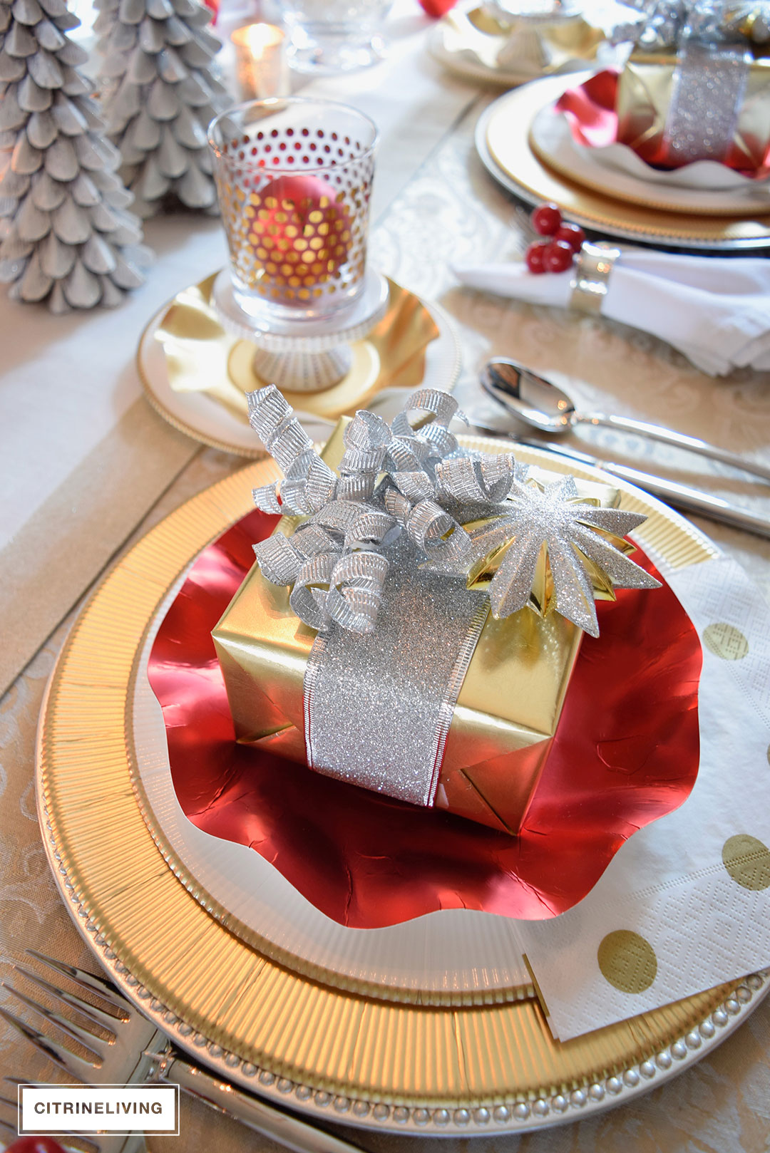 christmas-present-tablescape-red-gold
