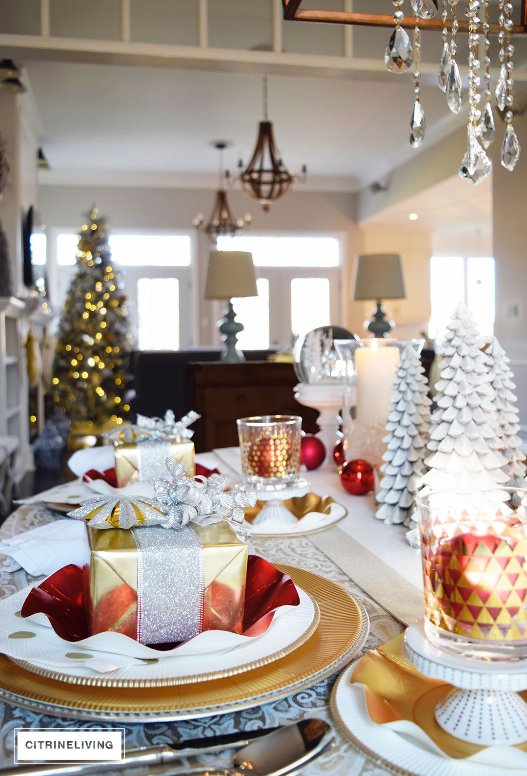 christmas-table-red-gold-white-sophistiplate