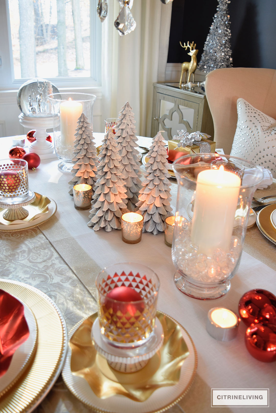 christmas-tablescape-red-white-christmas-tree