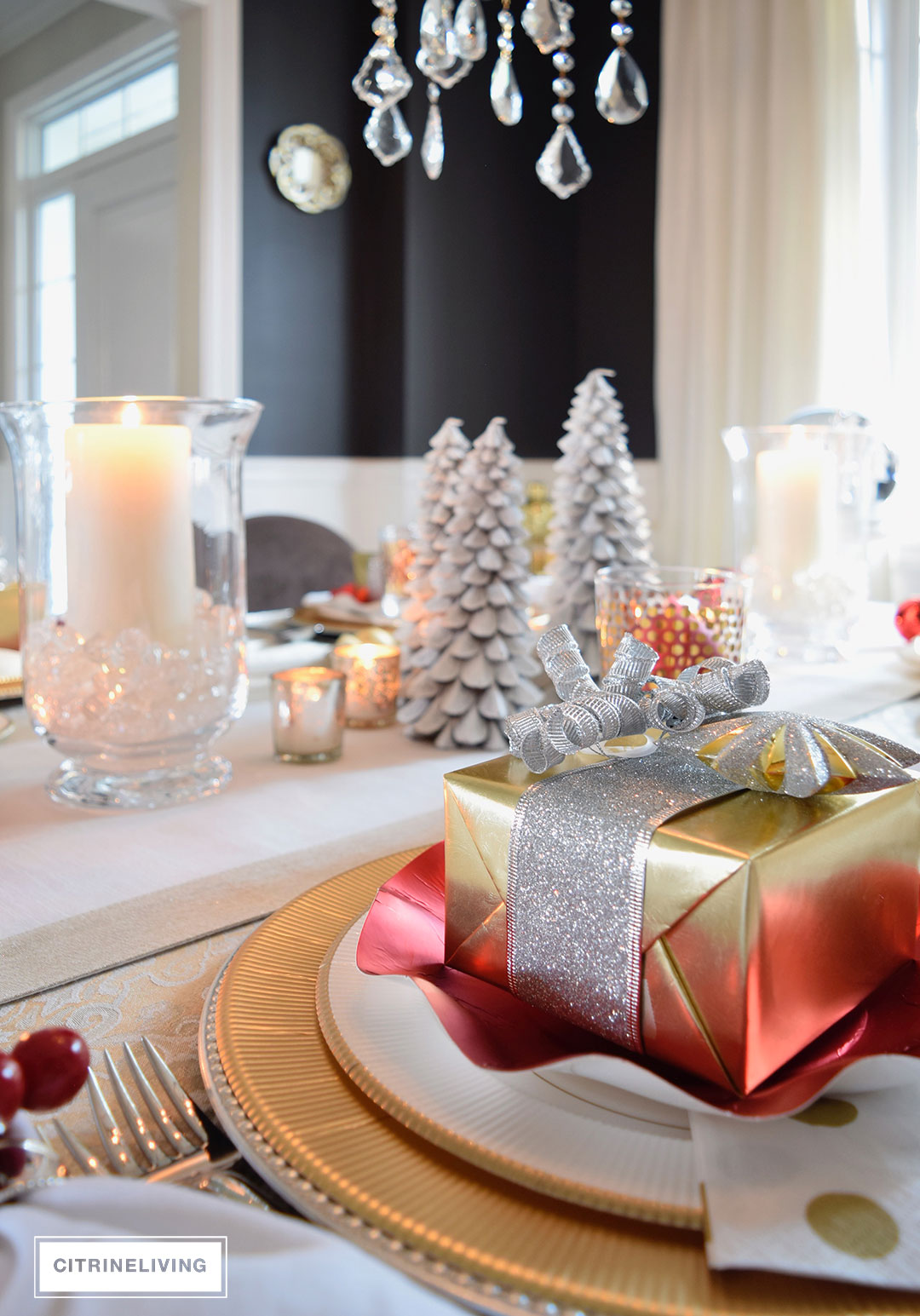 christmas-tablescape-red-white-gold