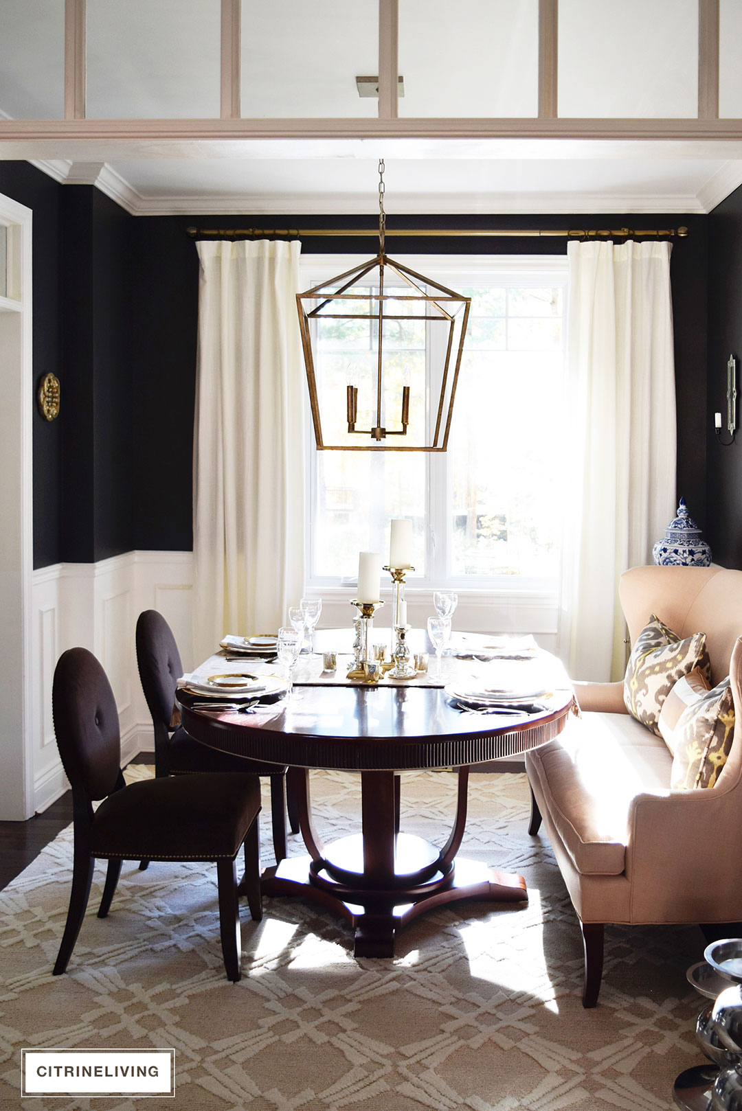 dining-room-black-walls-neutral-rug-brass-pendant6