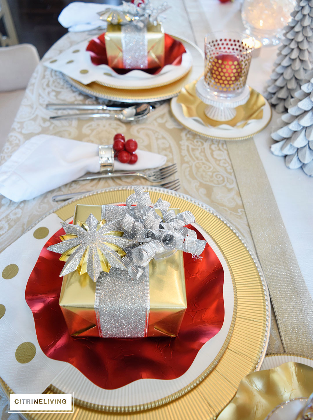 gold-silver-ornament-christmas-present-tablescape