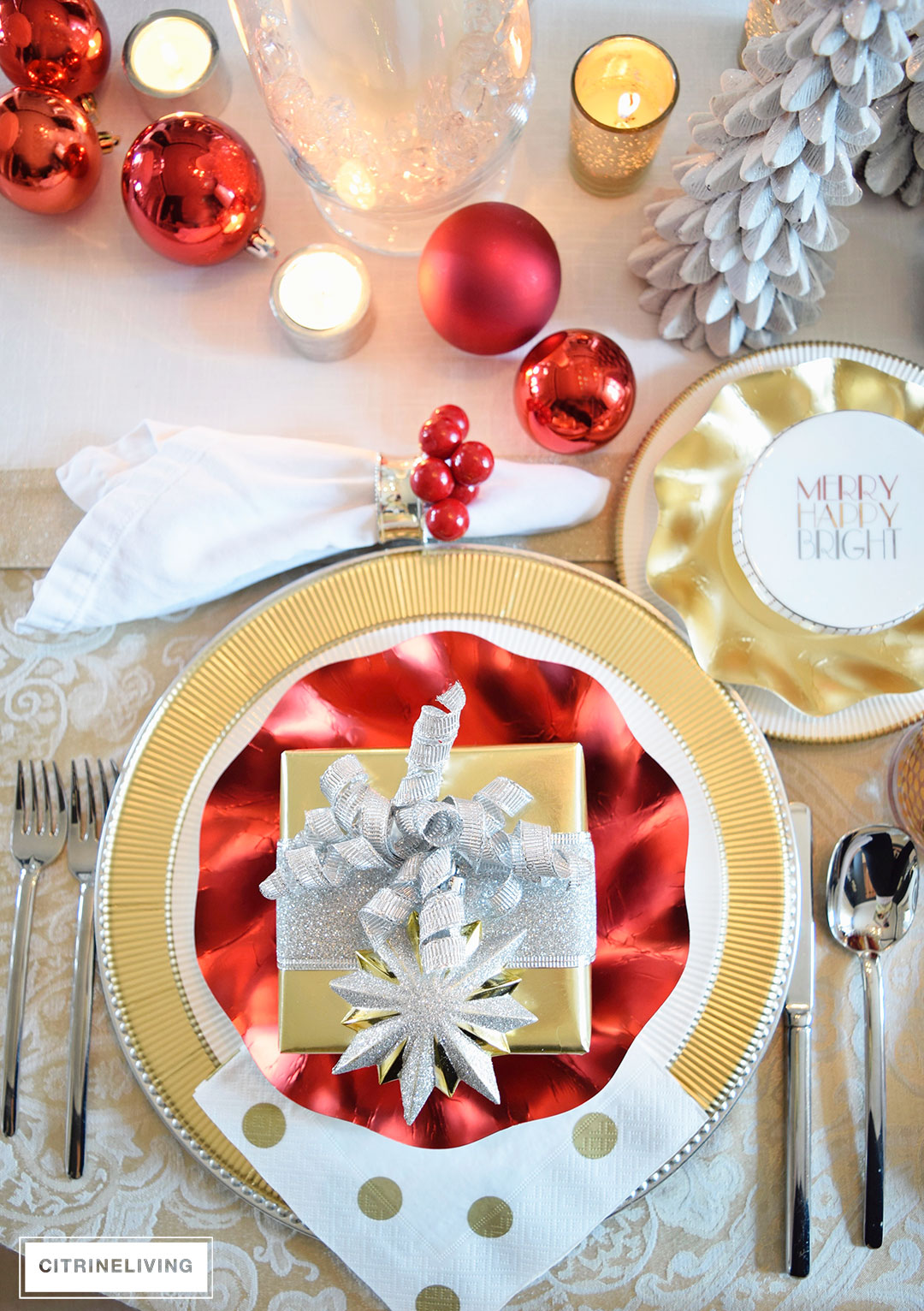 red-gold-tablescape-sophistiplate
