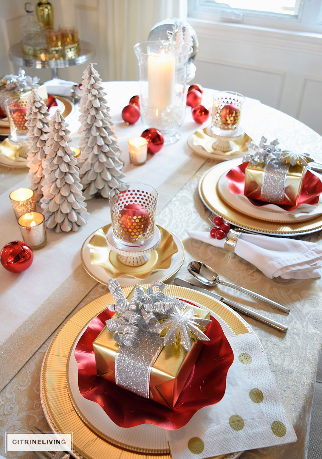 red-gold-white-christmas-tablescape