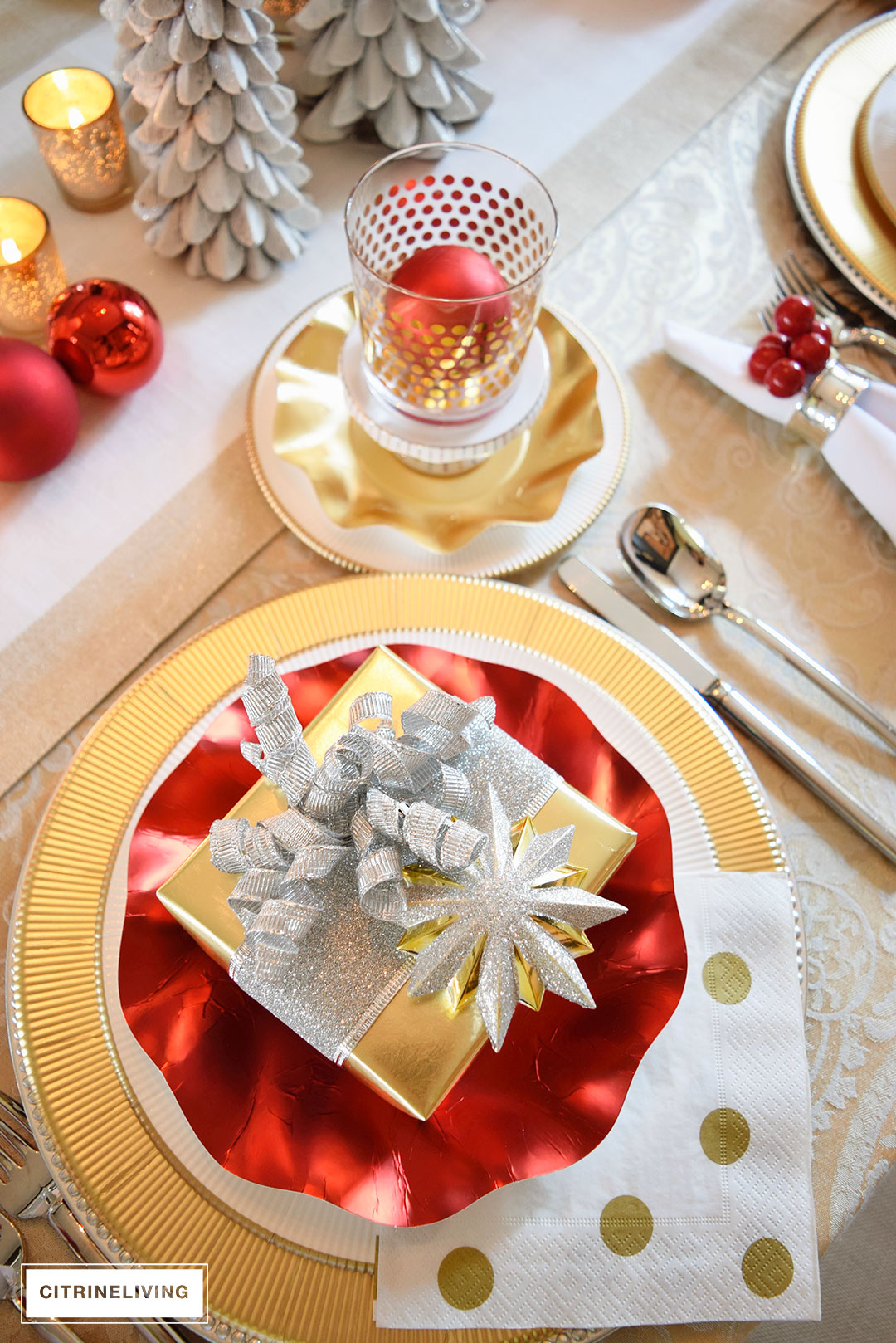 red-gold-white-tablescape-christmas