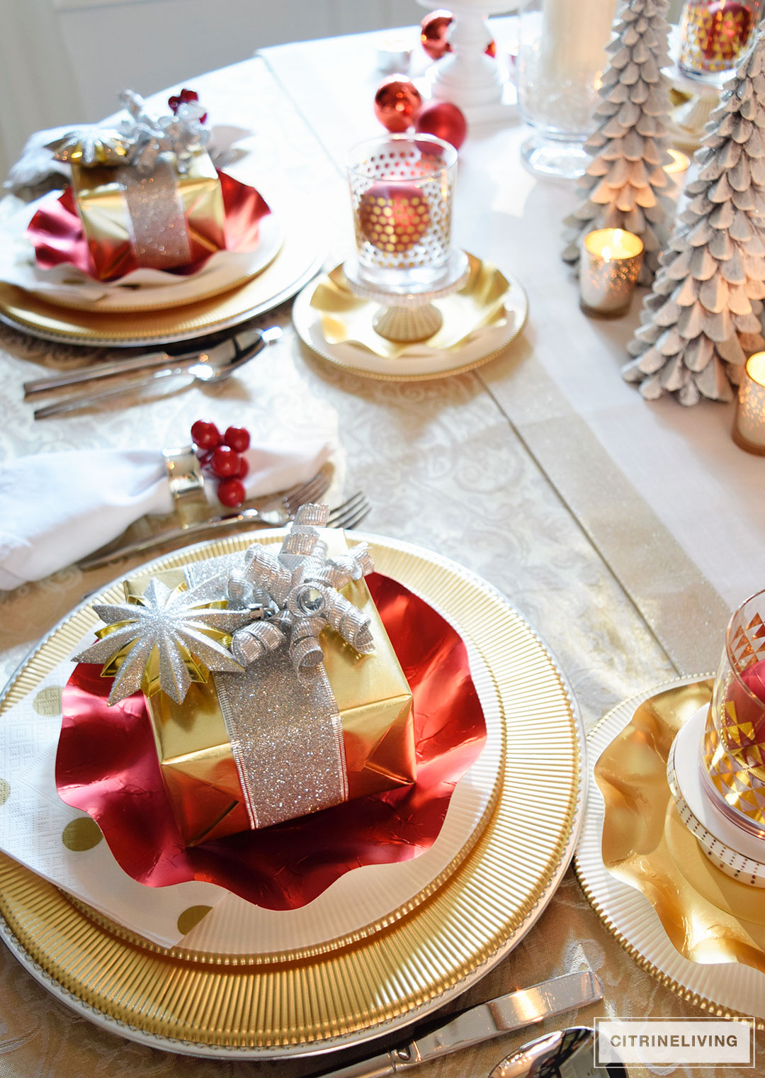 red-white-gold-christmas-tablescape