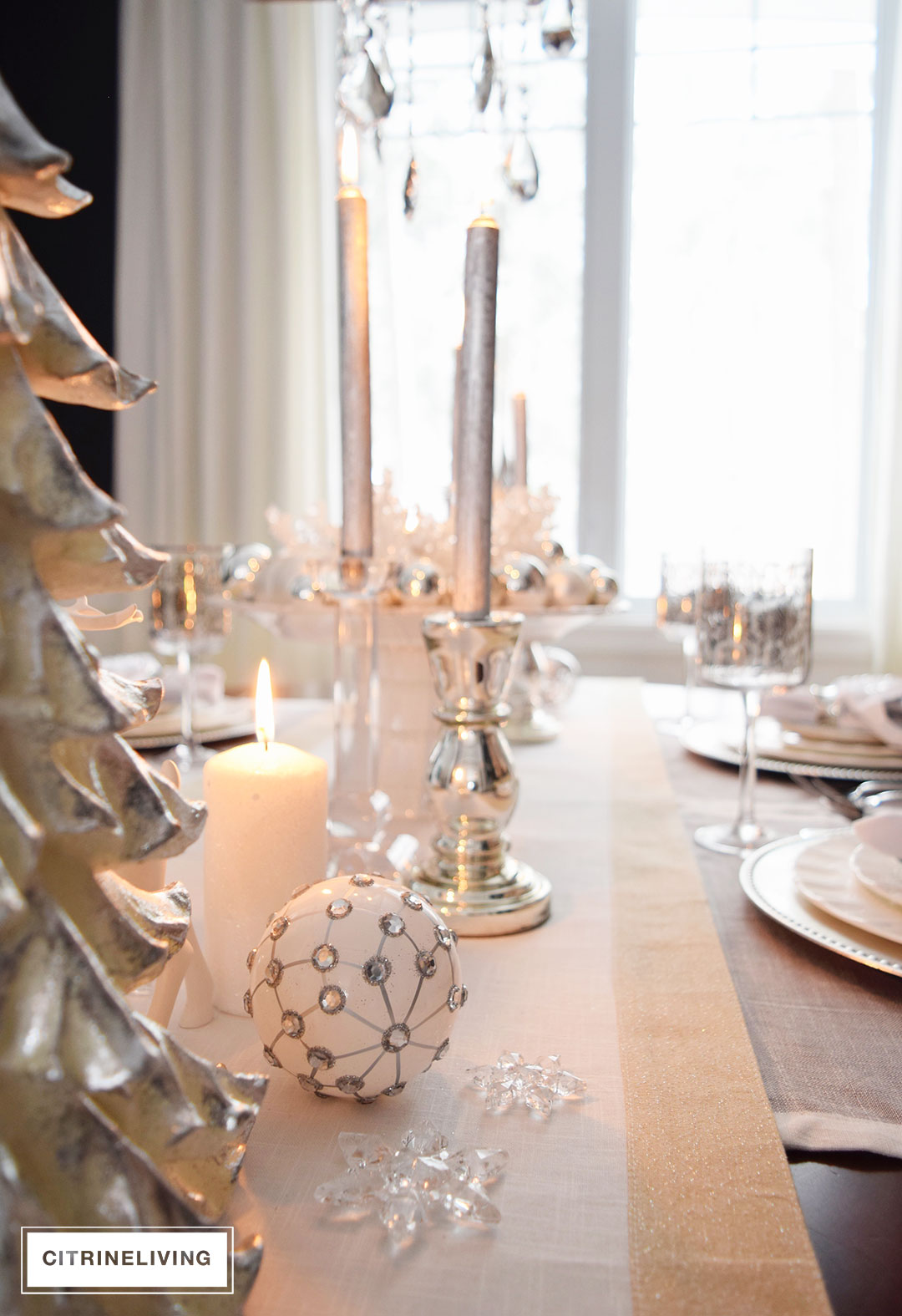 white-christmas-tablescape