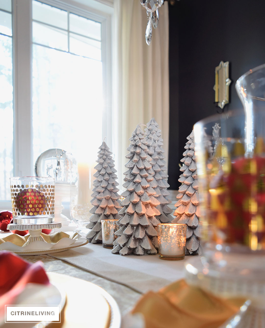 RED, WHITE AND GOLD HOLIDAY TABLESCAPE WITH A TWIST