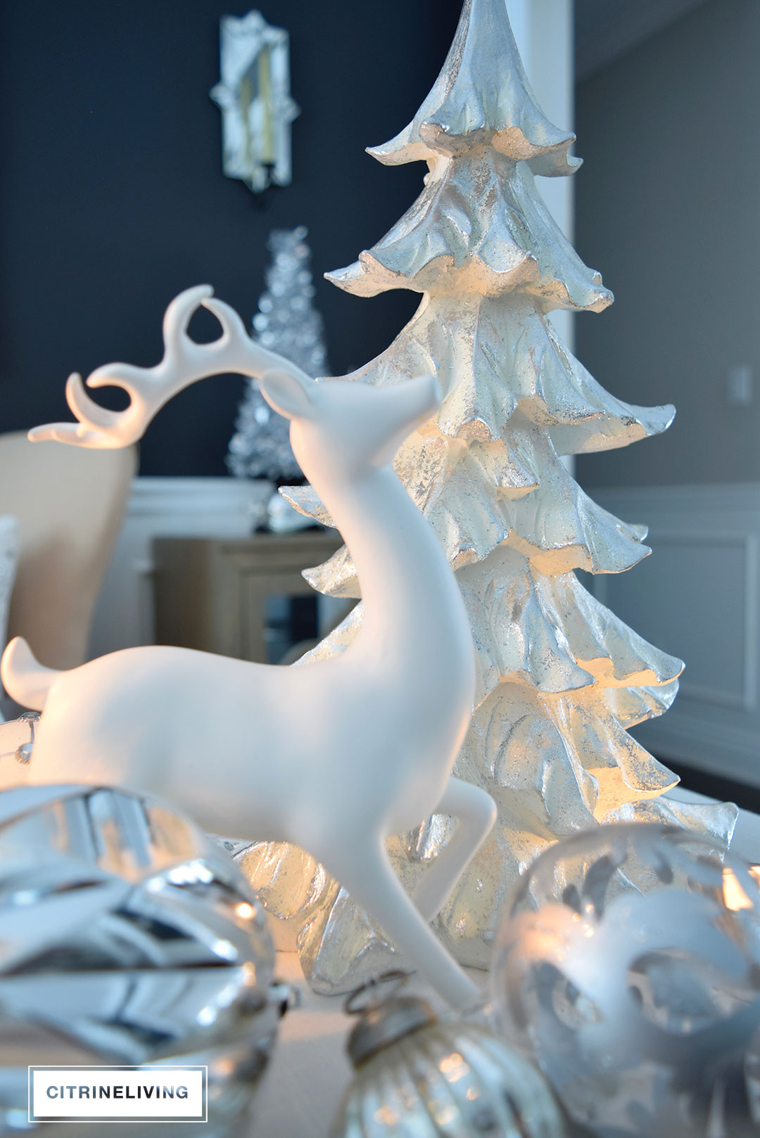 white-christmas-tree-reindeer-tablescape