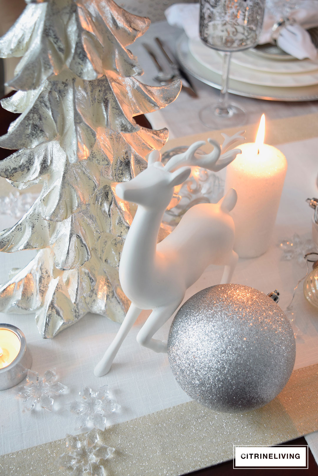 white-christmas-tree-reindeer-tablescape2