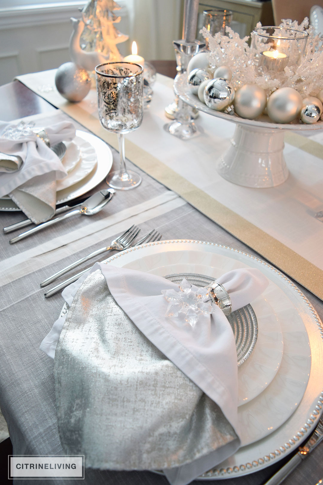 white-silver-tablescape-christmas3