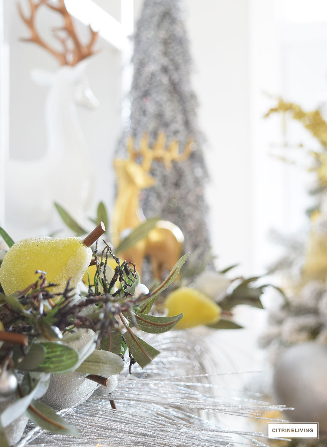 Christmas Home Tour - mixed metallics create a chic Holiday theme