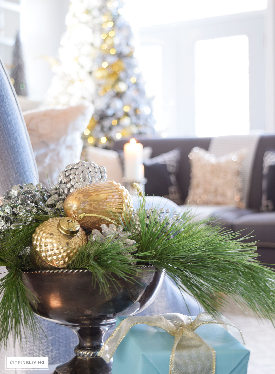 Christmas Home Tour - mixed metallics and fresh greenery create a chic Holiday theme