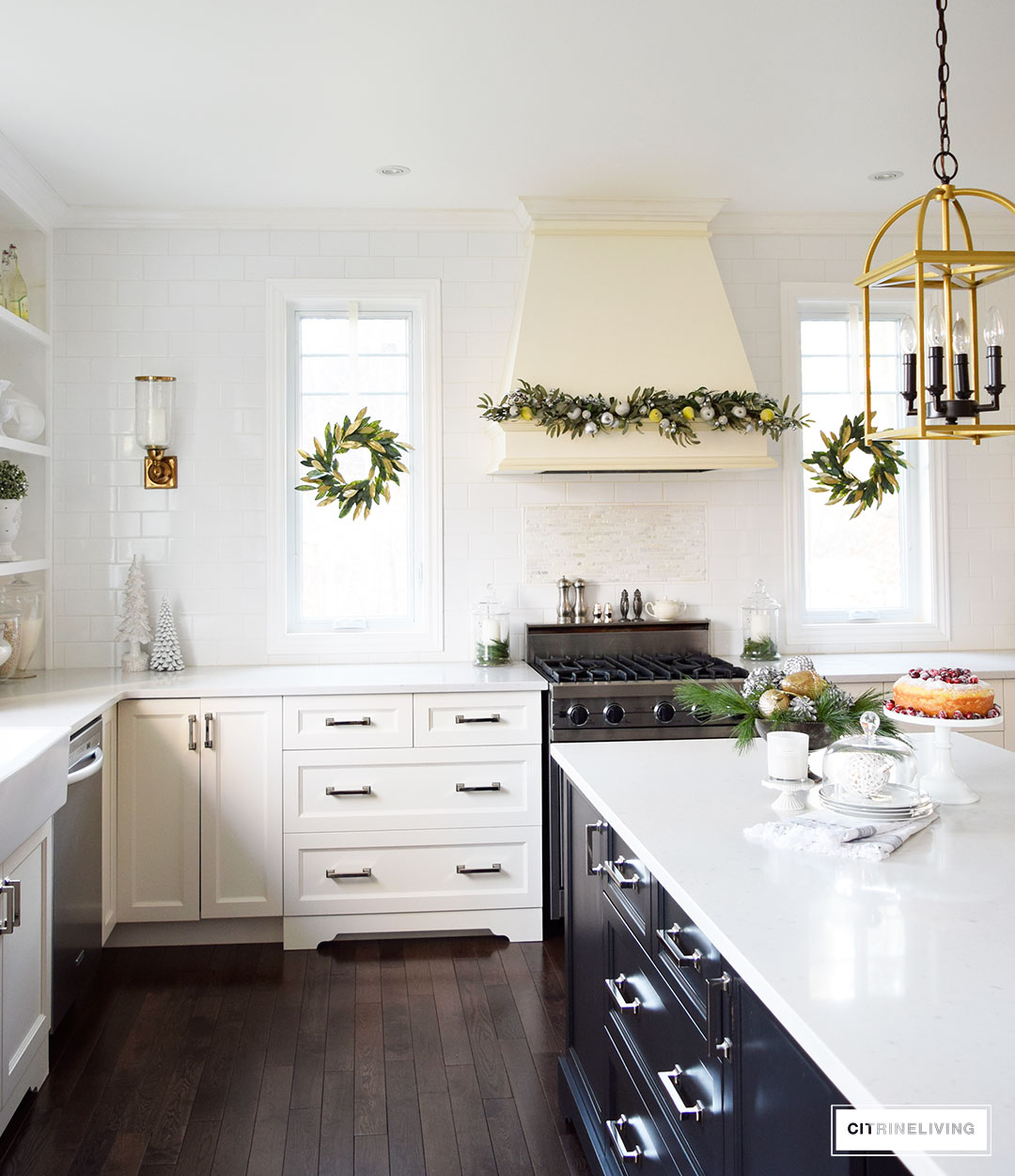 kitchen-christmas-magnolia-wreath-garland