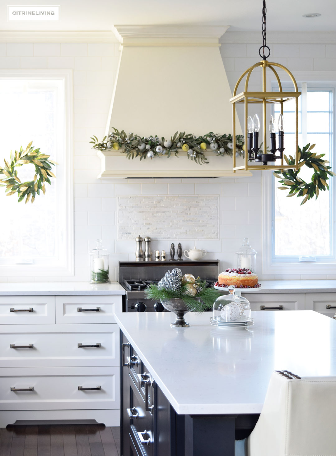 kitchen-christmas-magnolia-wreath-garland4