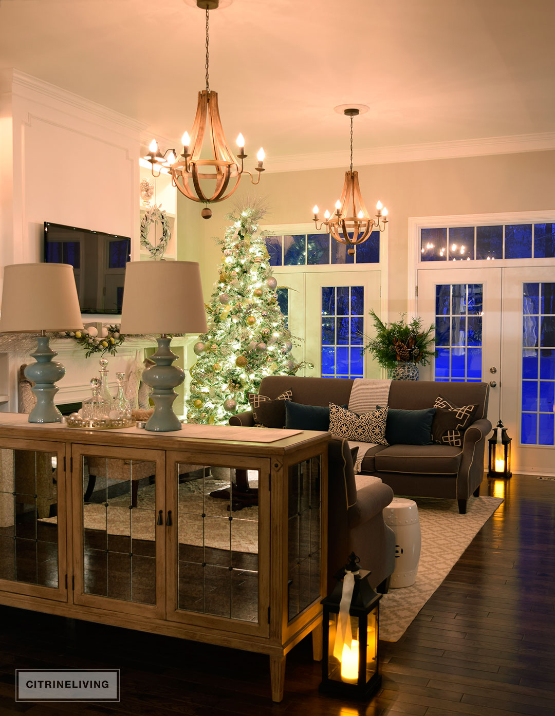 living-room-christmas-tree-night