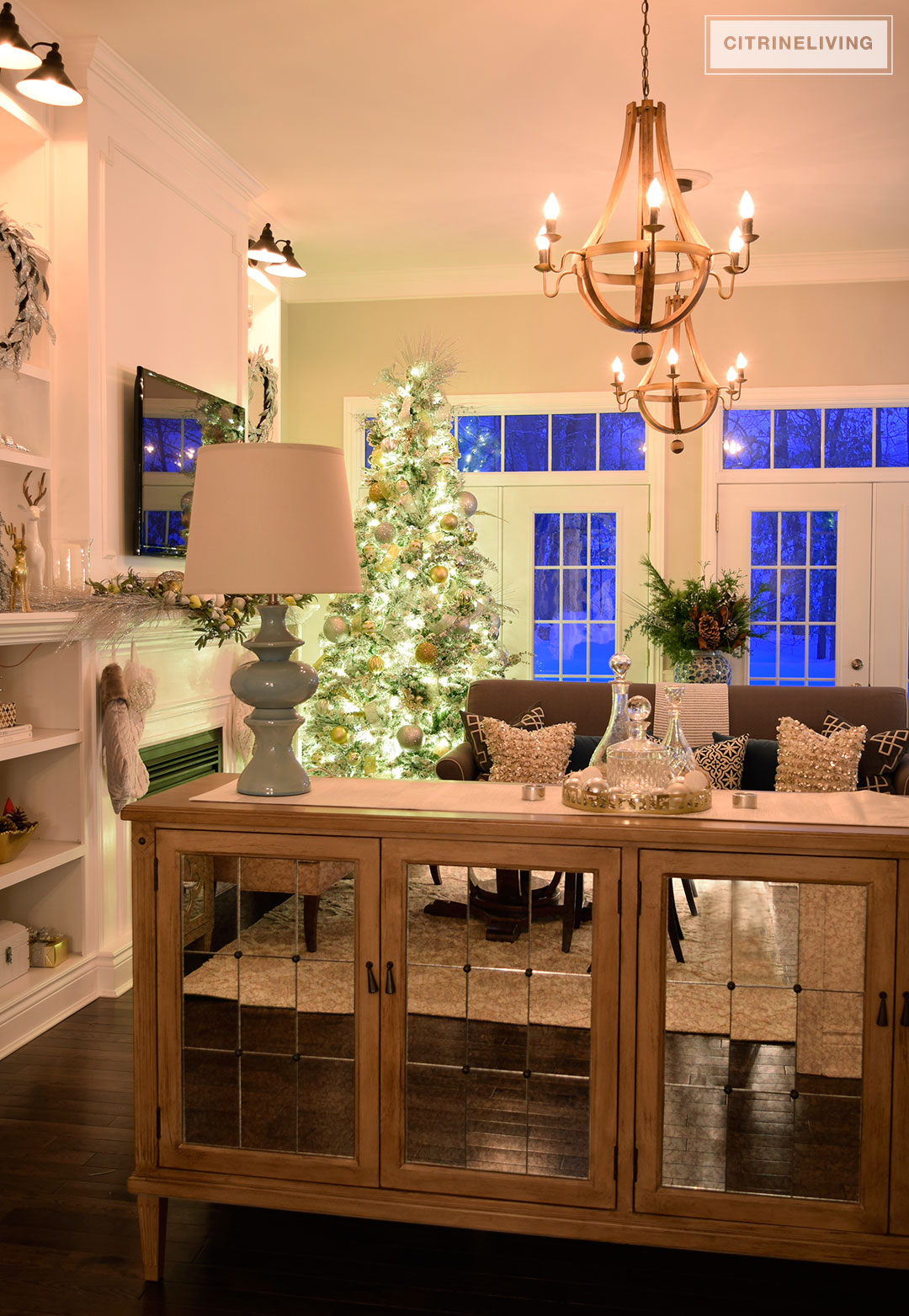 mirrored-buffet-christmas-tree