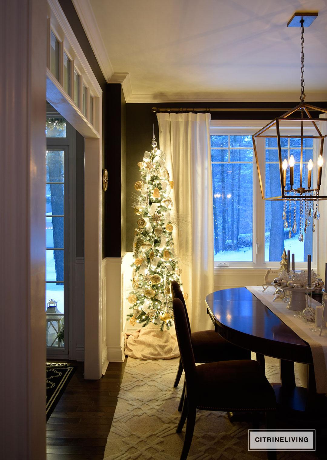 nightime-dining-room-christmas-tree