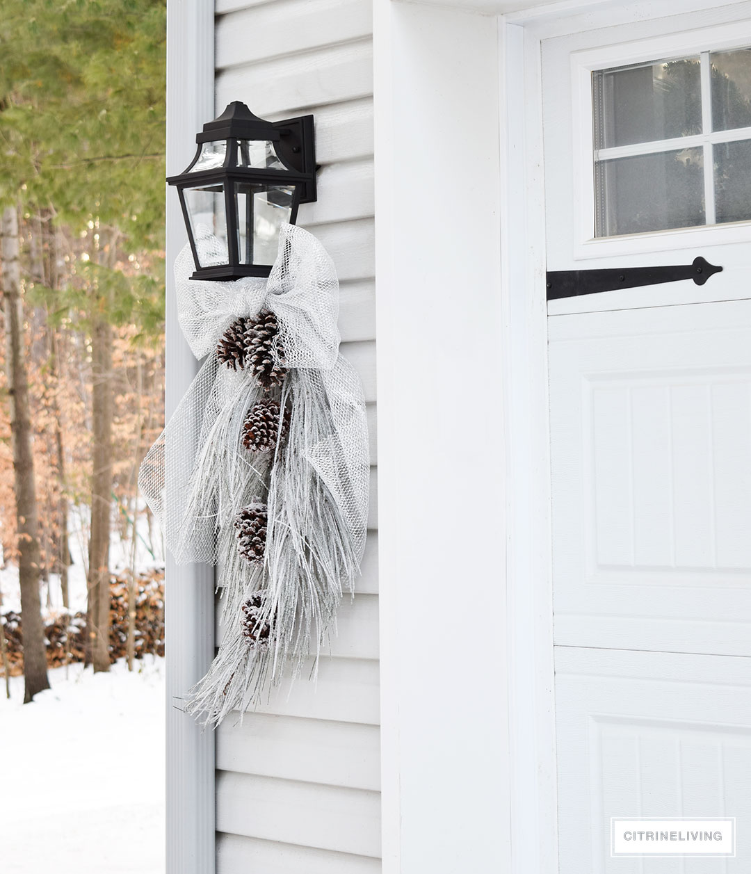 ourdoor-lighting-winter-christmas-swag-silver-bow