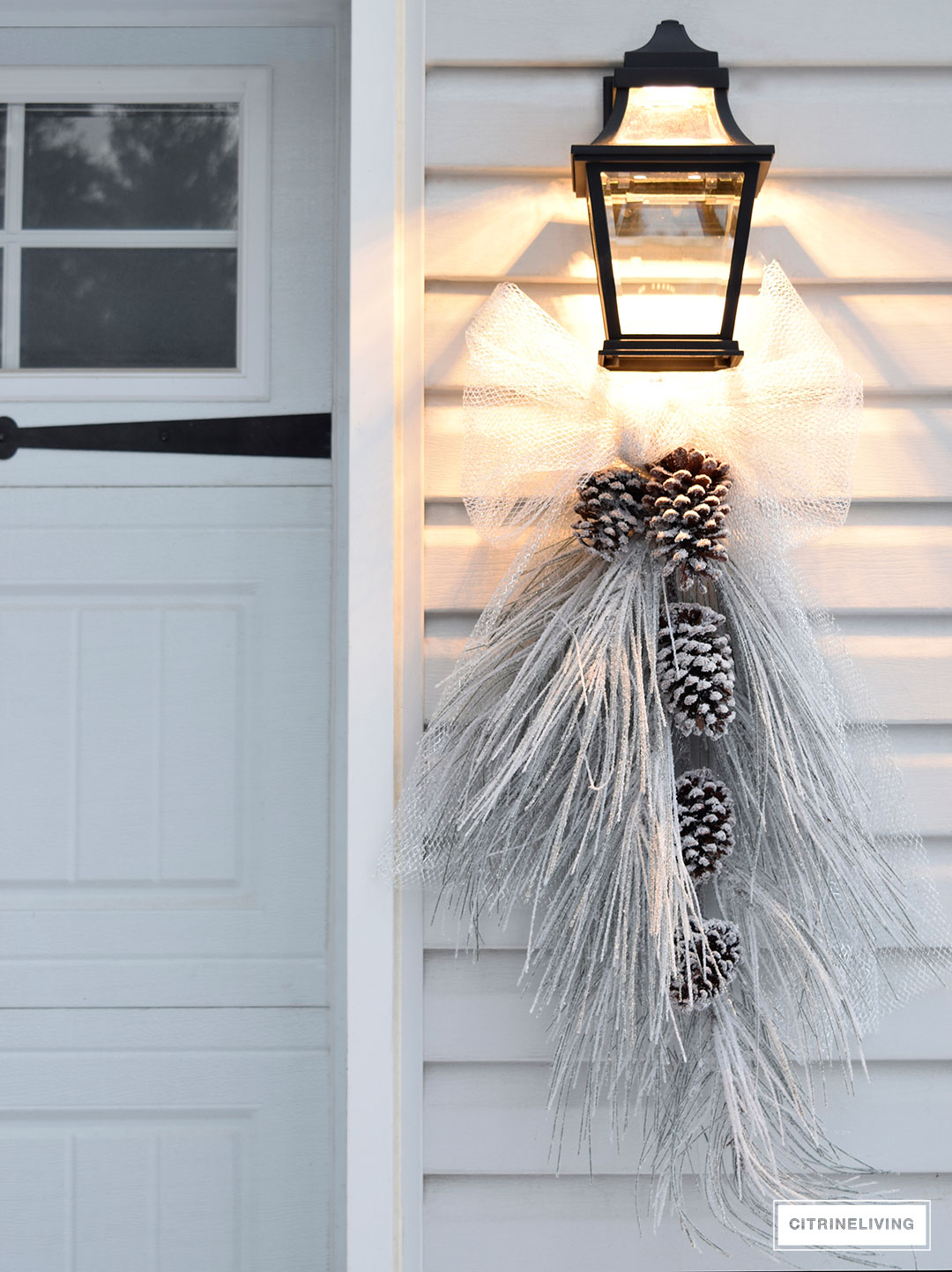 ourdoor-lighting-winter-christmas-swag-silver-bow2