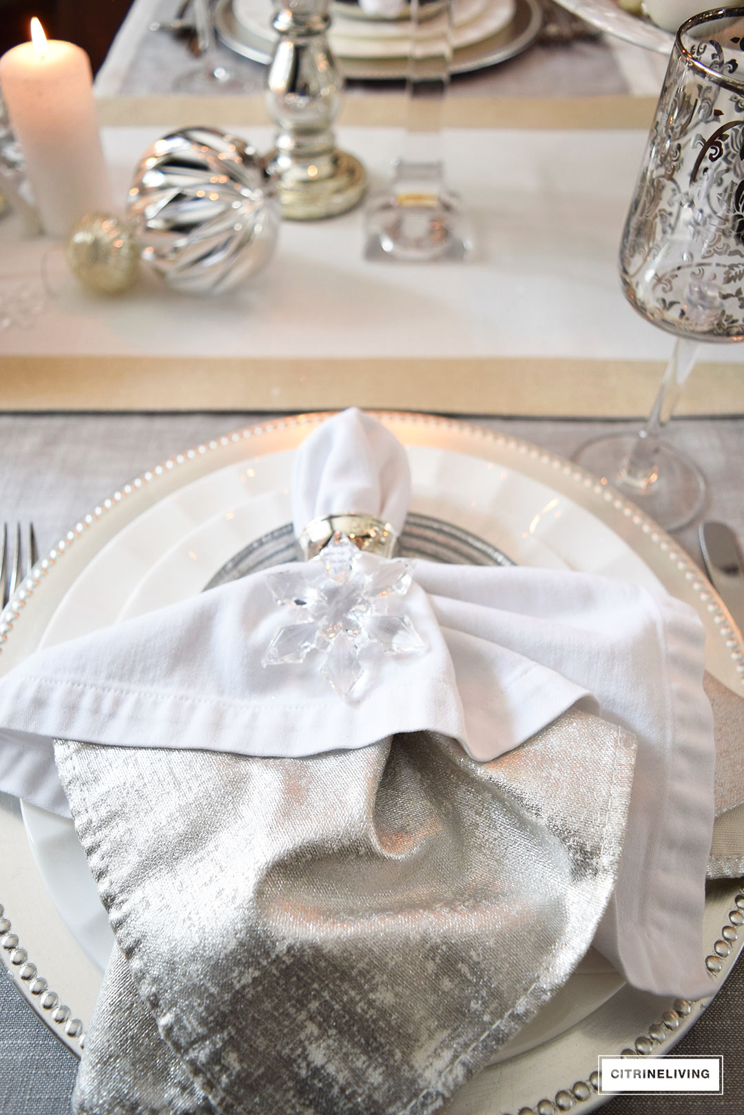 silver-napkin-beaded-chager