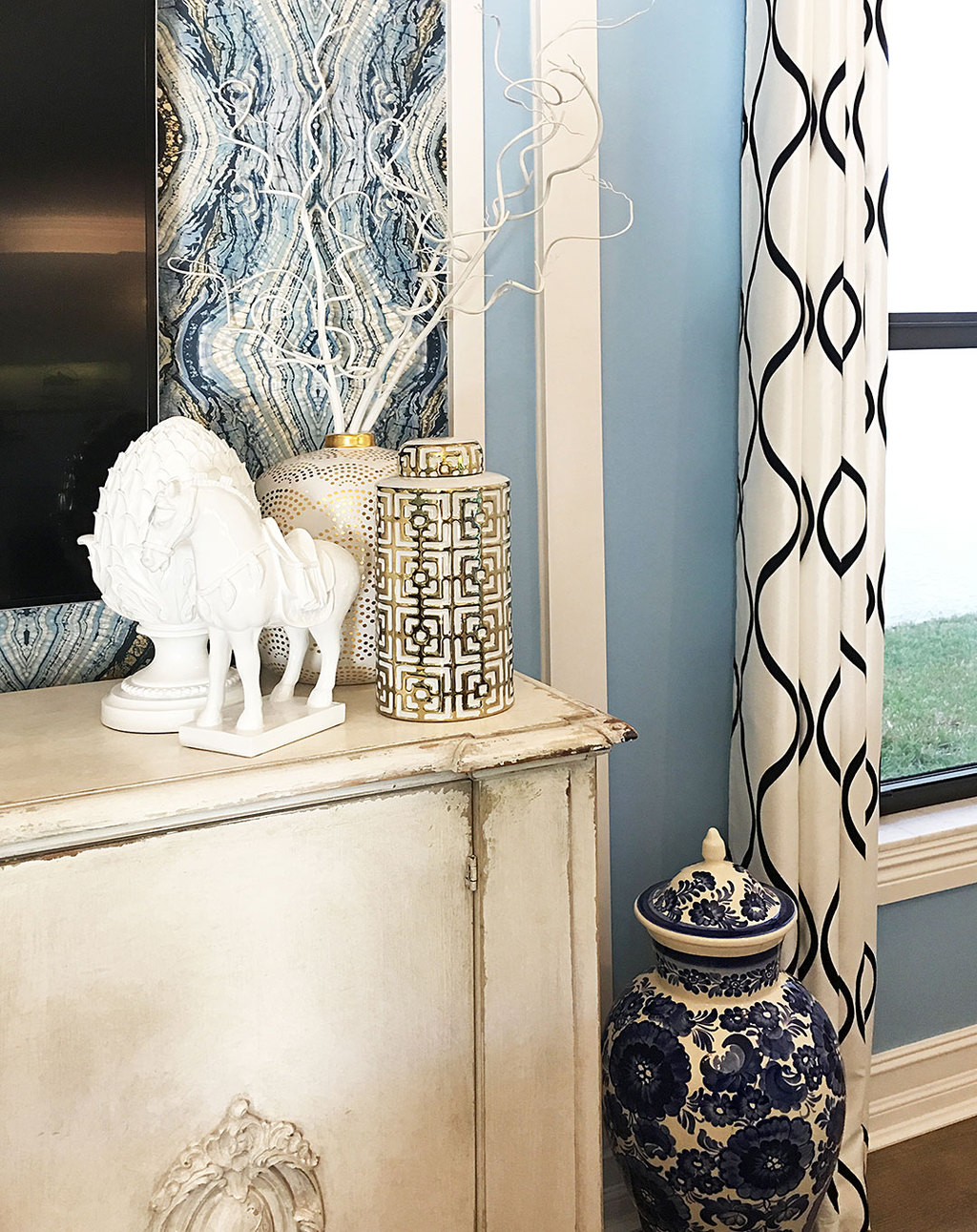 family-room-gold-vase-blue-and-white-ginger-jar