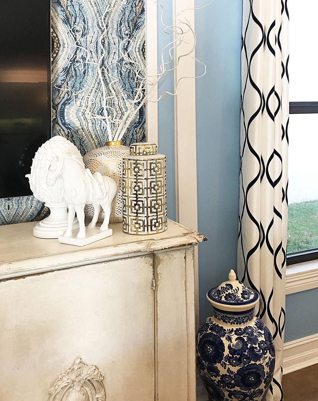 family-room-gold-vase-blue-and-white-ginger-jar