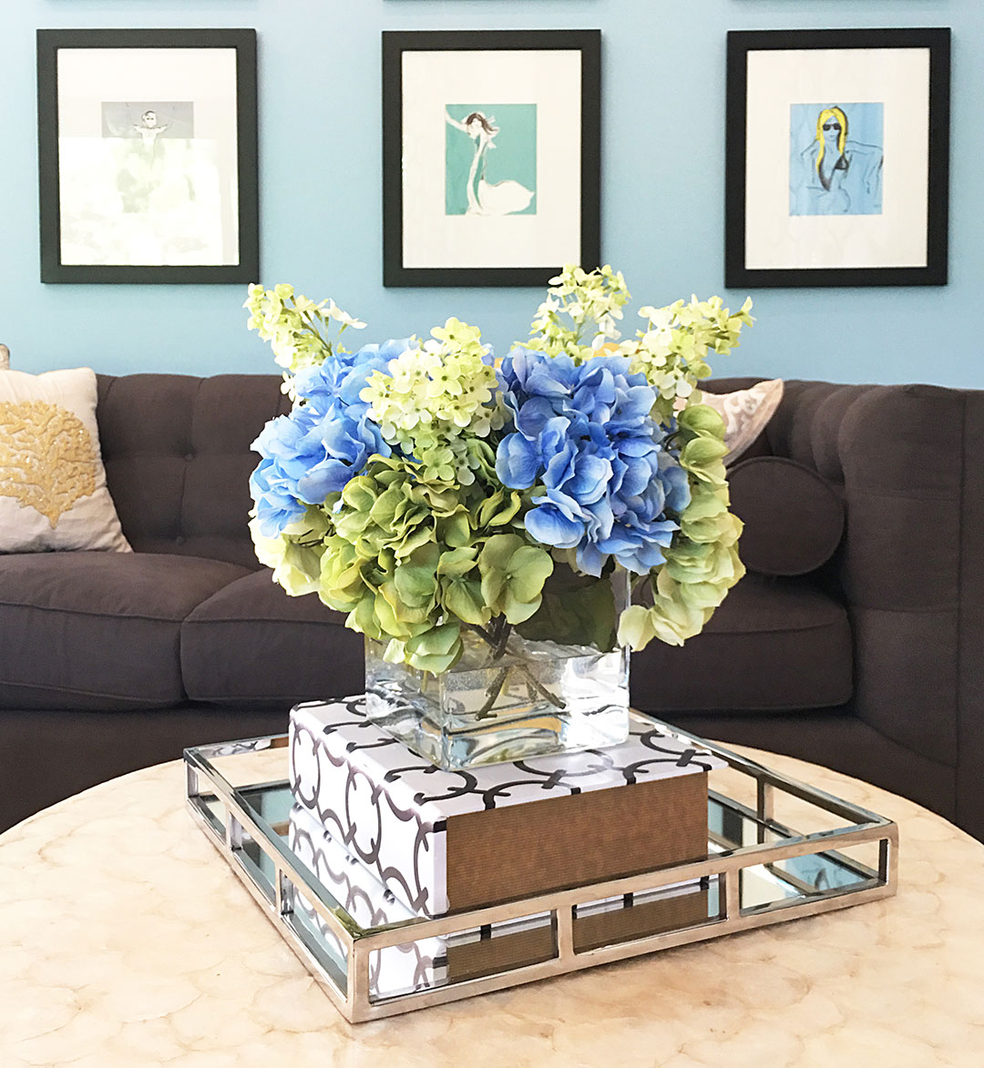 family-room-hydrangeas-blue-and-greem