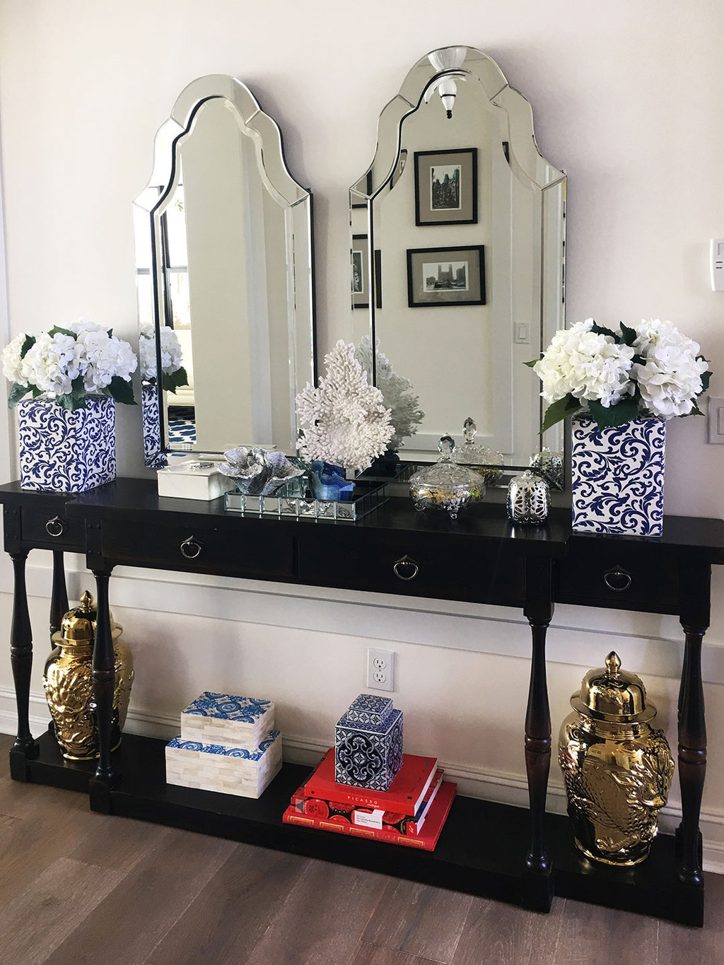 forida-home-entryway-black-cosole-blue-and-white