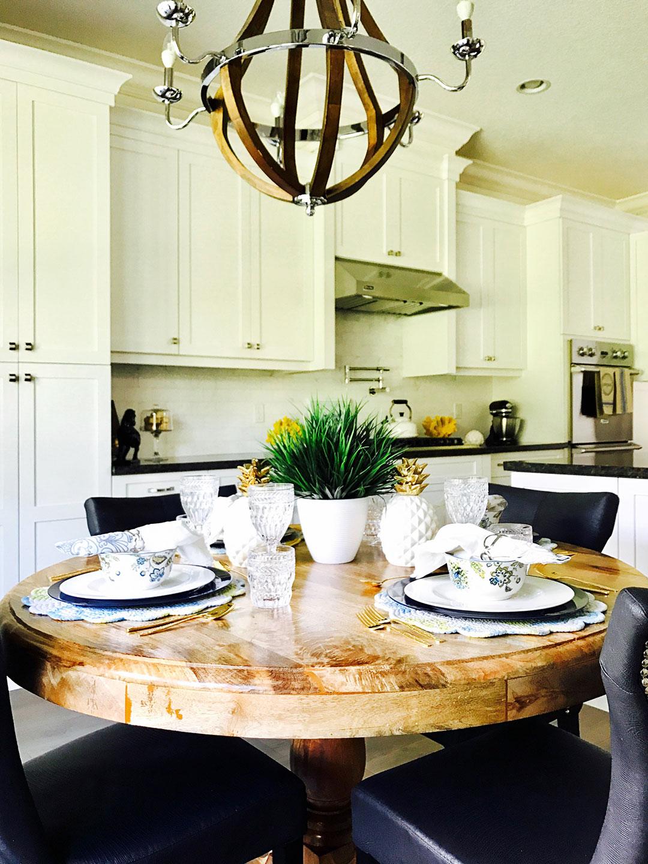 A FLORIDA HOME : THE WHITE KITCHEN