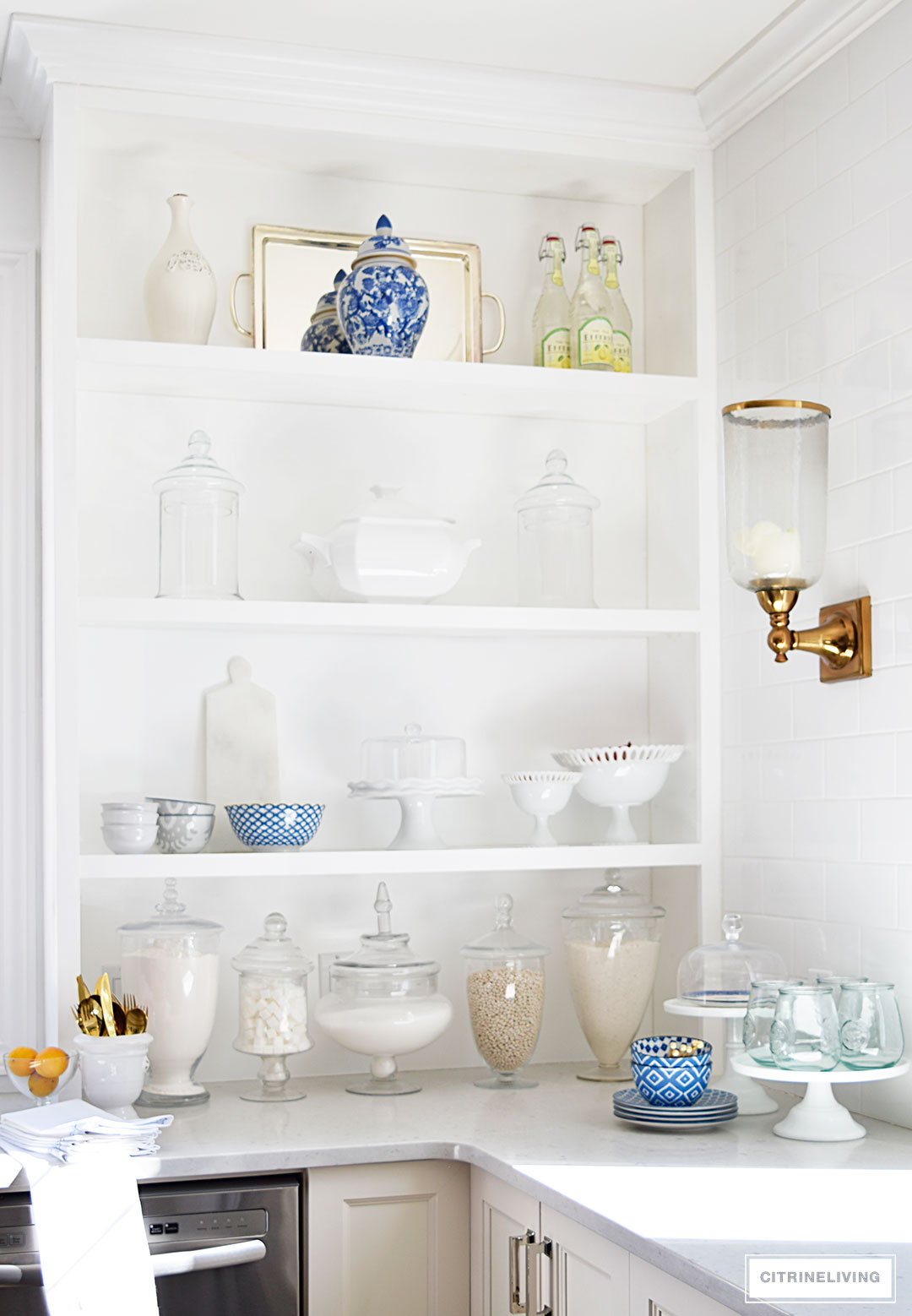 Style your shelves like a pro : touches of blue and white add Spring and Summer flair.