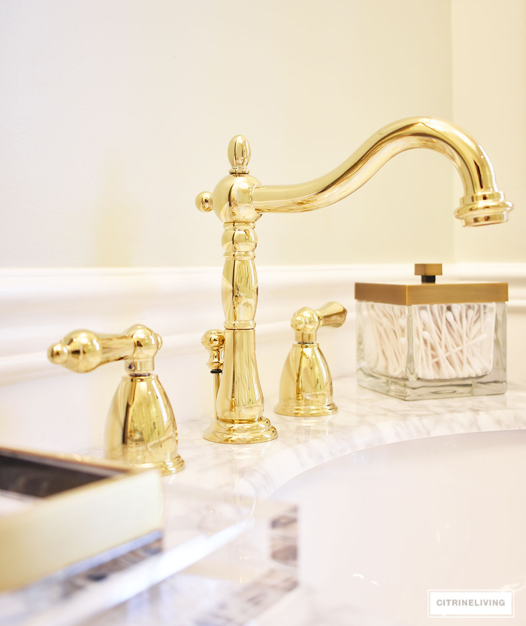 Beautiful Traditional Style Brass Bathroom Faucet With Lever Handles