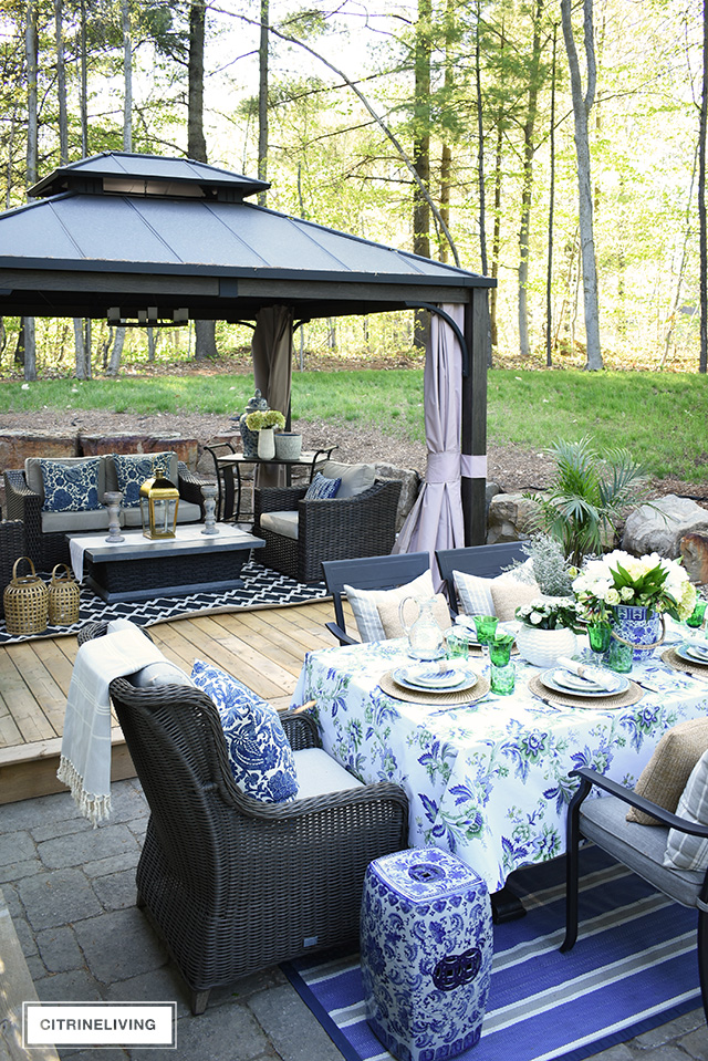 Fabulous An Elegant Outdoor Summer Tablescape Beutiful Home Inspiration Ommitmahrainfo