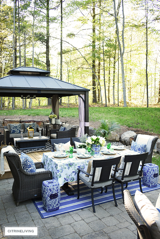 Cool An Elegant Outdoor Summer Tablescape Beutiful Home Inspiration Ommitmahrainfo
