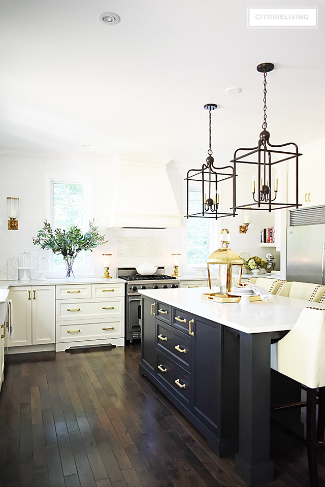 Merveilleux Fall Kitchen Decorating That Is Simple Yet Beautiful   Warm Metals, Simple  Greenery And A