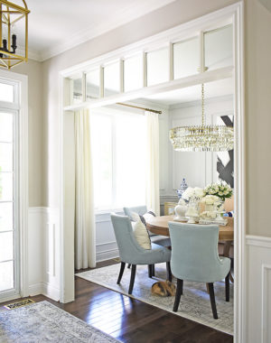 Beautiful summer decorating in this gorgeous dining room using light blues, greys and white for a light and airy color palette.