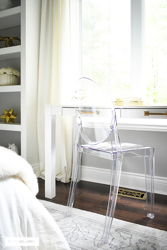 This fashion-forward Louis Ghost chair is the ideal piece to glam up this teen girl bedroom!