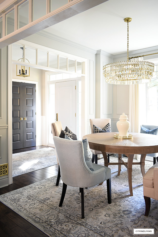 Gorgeous + chic dining room decor that's classic and timeless.