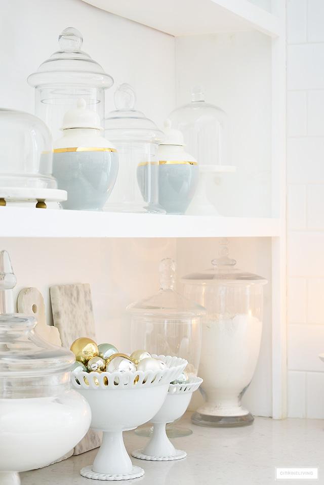 Elegant Christmas kitchen shelf styling ideas.