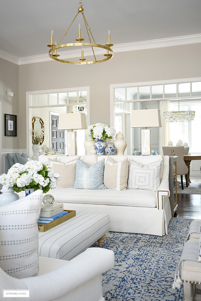 Gorgeous spring living room decorating ideas.