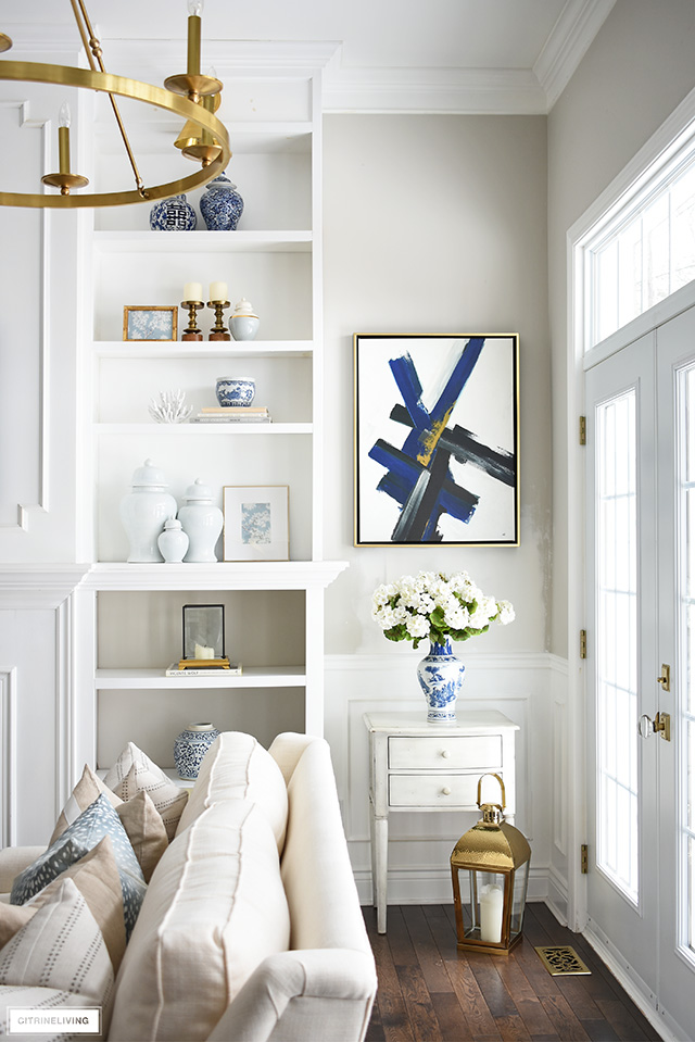 Spring living room decorating with pale blue ginger jars and blue and white chinoiserie details.