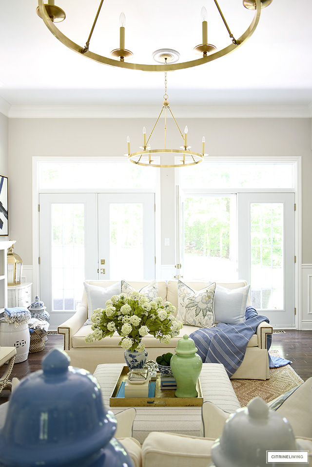 Beautiful summer decorating with blue, green and natural elements is chic, elegant and airy.